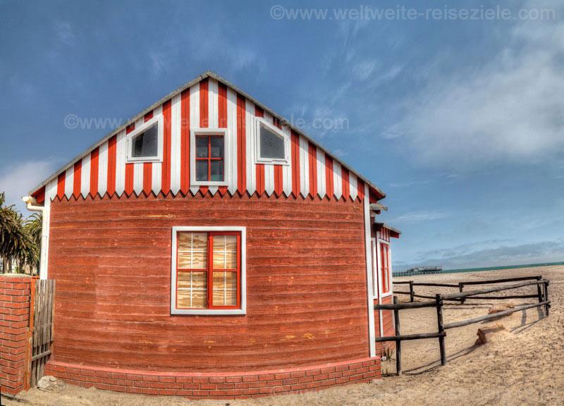 Buntes Haus am Strand von Swakopmund