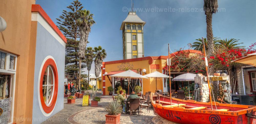 Platz mit Fußgängerzone und Geschäften für Andenken, Swakopmund