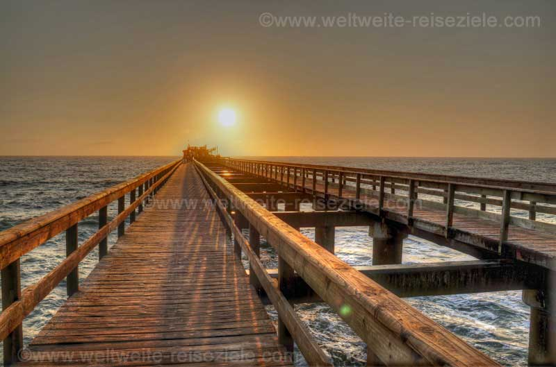 Jetty von Swakopmund bei Sonnenuntergang
