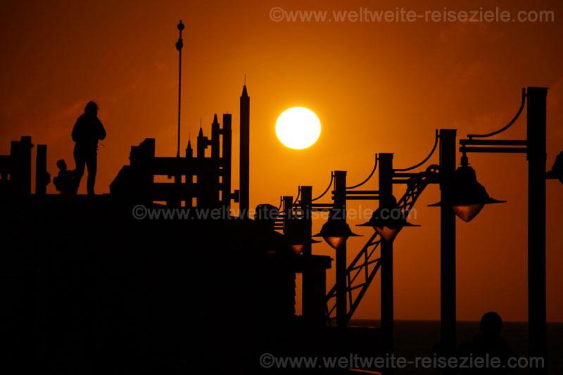 Sonnenuntergang am alten Anleger von Swakopmund