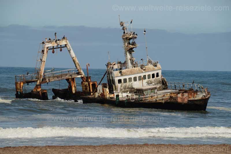 Schiffswrack an der Küste, nördlich von Swakopmund auf dem Weg zum Cape Cross