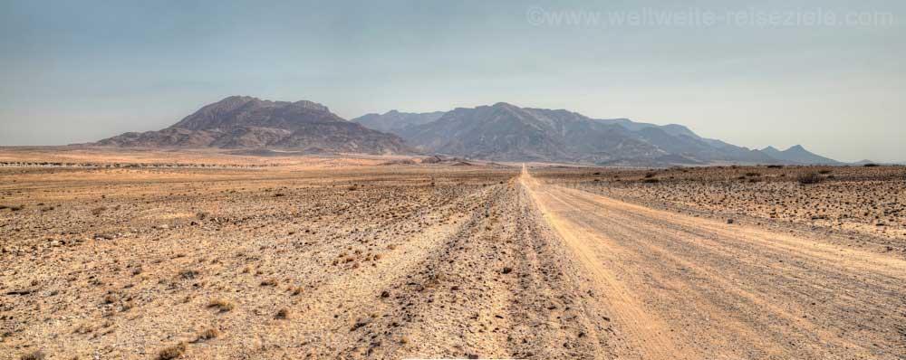 Gravel Road zum Brandberg, Namibia