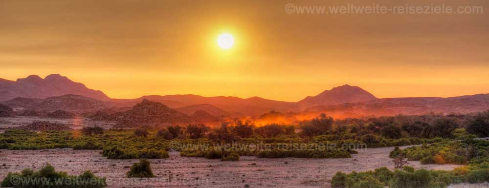Sonnenuntergang an deer White Lady Lodge beam Brandberg, Namibia