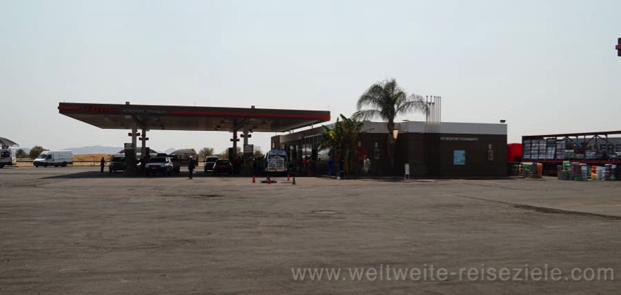 Tankstelle in Otavi zwischen Emanya Etosha Lodge und Okonjima