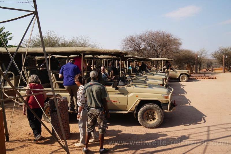 Geländewagen für Exkursionen der Okonjima Lodge, Namibia