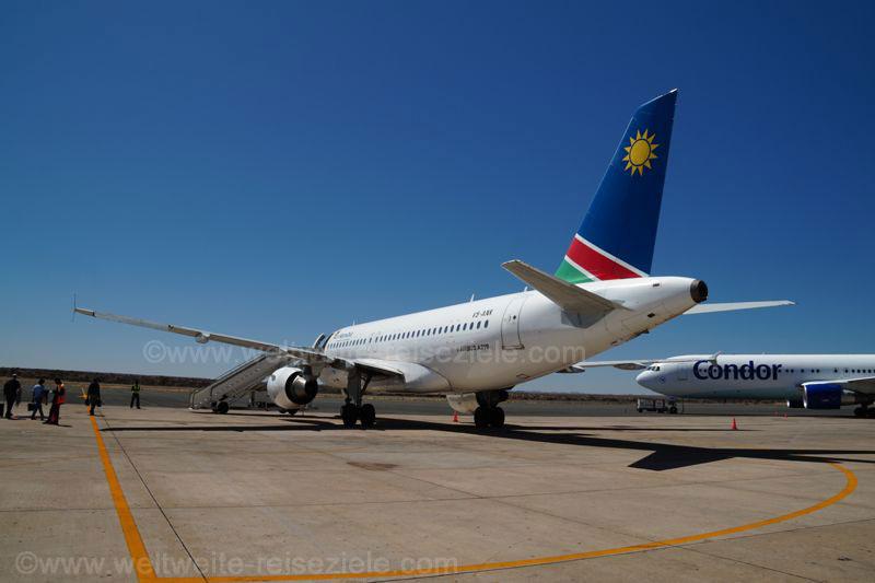 Flugzeug von Air Namibia am Flughafen von Windhoek